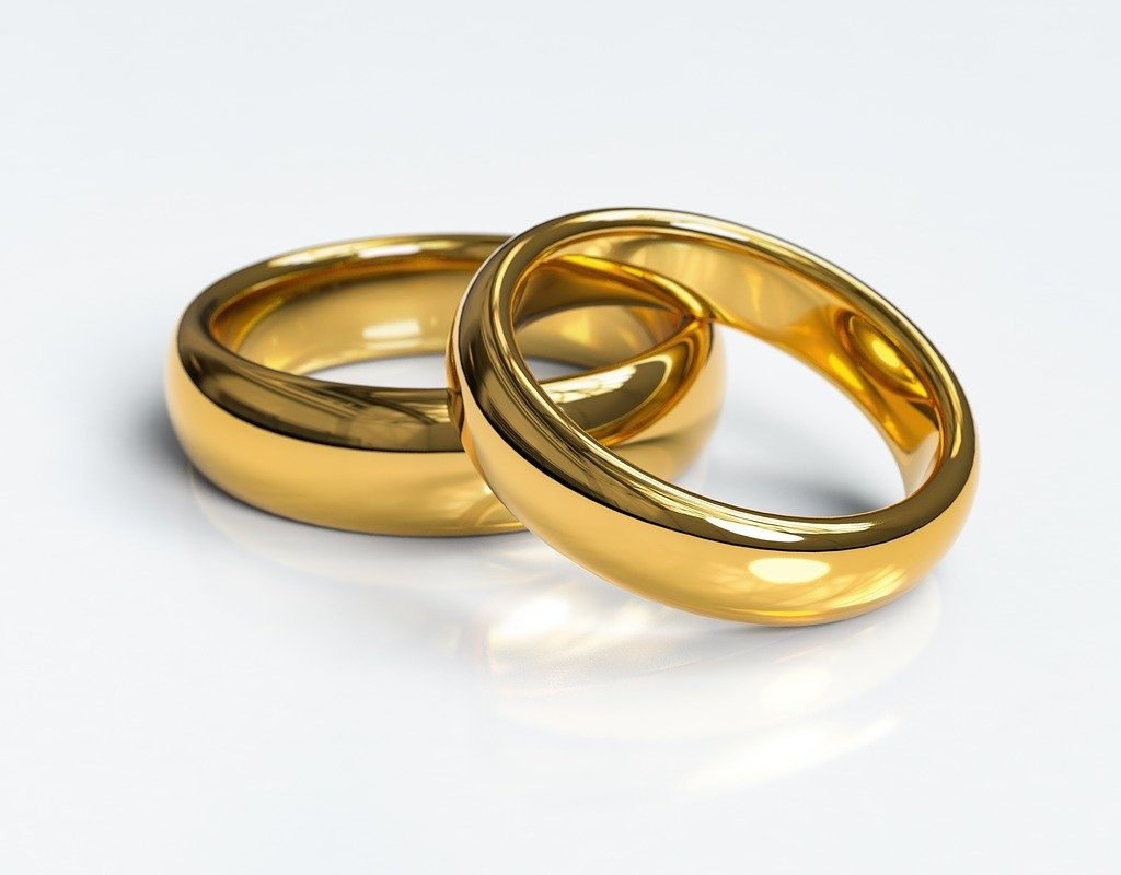 wedding-rings-3611277_1280-min